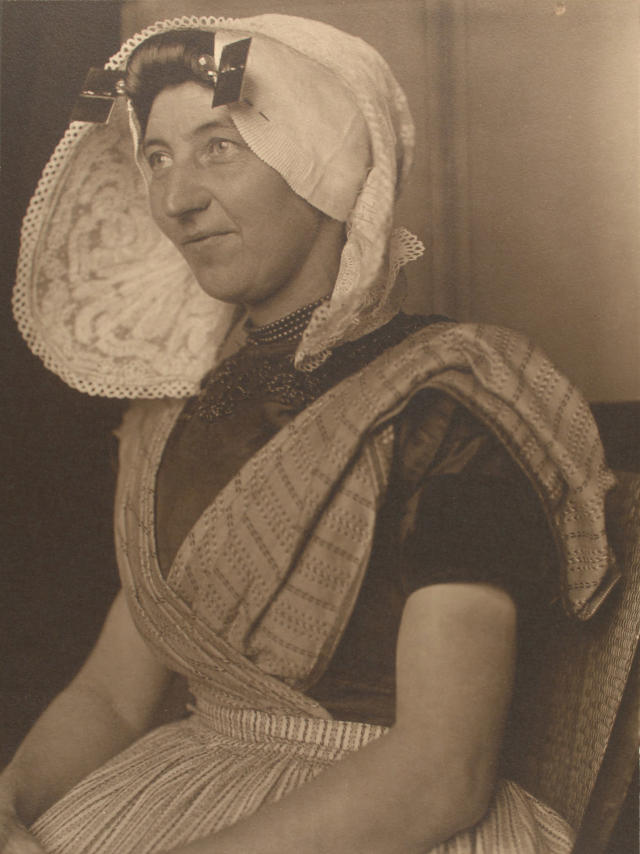 <p>Dutch woman. (Photograph by Augustus Sherman/New York Public Library) </p>