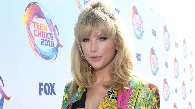 Taylor Swift Receives First-Ever Icon Award at 2019 Teen Choice Awards