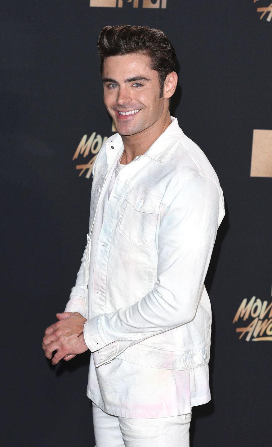 <p>Funny how silent the Backstreet Boys have been ever since Zac wore this outfit, huh? Juuuuust sayin. </p>