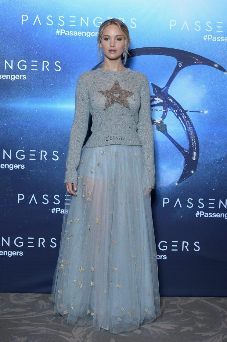 Jennifer lawrence just wore the perfect winter outfit jennifer lawrence worked this fairytale dior ensemble at the premiere of her new film photo voltagebd Image collections