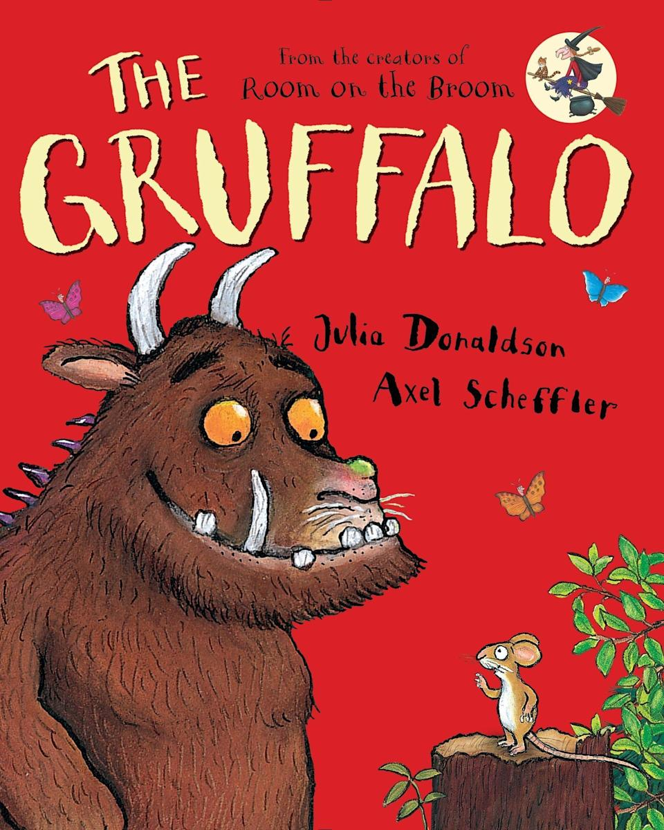 """In 2018,<a href=""""https://www.huffpost.com/topic/prince-william"""">Prince William</a>chatted with Julia Donaldson and Axel Scheffler, the author and illustrator of the children's book""""<a href=""""https://www.amazon.com/Gruffalo-Julia-Donaldson/dp/0803730470?tag=thehuffingtop-20"""" target=""""_blank"""" rel=""""noopener noreferrer"""">Th</a><a href=""""https://www.amazon.com/Gruffalo-Julia-Donaldson/dp/0803730470?tag=thehuffingtop-20"""" target=""""_blank"""" rel=""""noopener noreferrer"""">e</a><a href=""""https://www.amazon.com/Gruffalo-Julia-Donaldson/dp/0803730470?tag=thehuffingtop-20"""" target=""""_blank"""" rel=""""noopener noreferrer""""> Gruffalo</a>,"""" at a Tusk Trust event and reportedly told them the book was """"a bighit"""" in his household."""