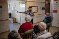 Manager Evanna Tehuis explains the operation to the retirement home residents
