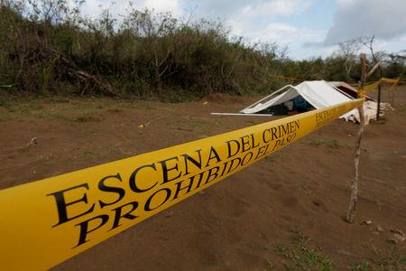 A police cordon marks the perimeter of the site where a forensic team and judicial authorities work in unmarked graves where skulls were found, on the outskirts of Veracruz, Mexico March 16, 2017. REUTERS/Carlos Jasso