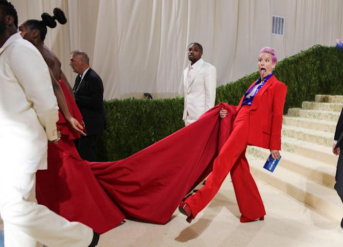 Phil Oh Captures the 2021 Met Gala's Best Red Carpet Entrances (and Exits!)