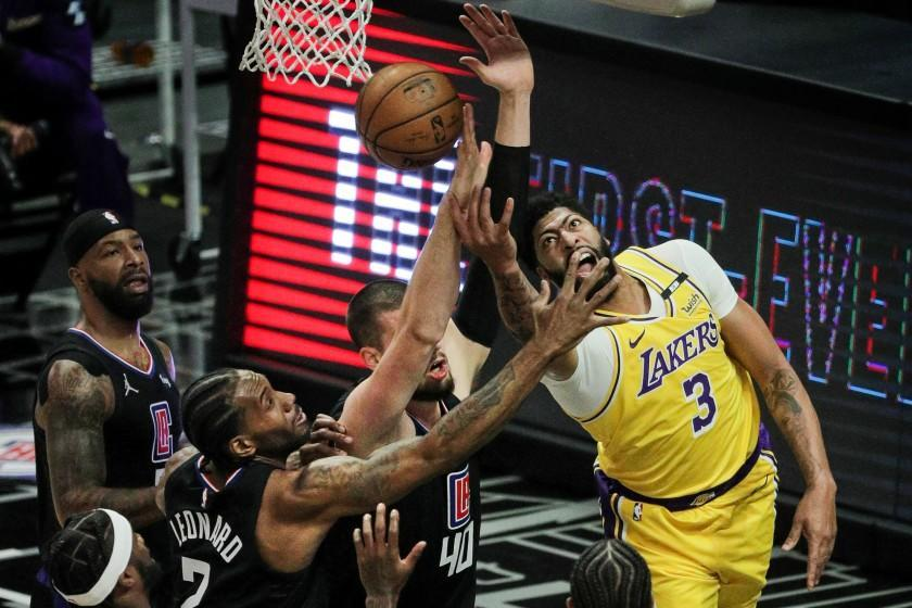 LOS ANGELES, CA - MAY 6, 2021: Los Angeles Lakers forward Anthony Davis (3) tries a reverse lay-up, but runs in to the defense of LA Clippers center Ivica Zubac (40) and LA Clippers forward Kawhi Leonard (2) in the first half at Staples Center on May 6, 2021 in Los Angeles, California.(Gina Ferazzi / Los Angeles Times)