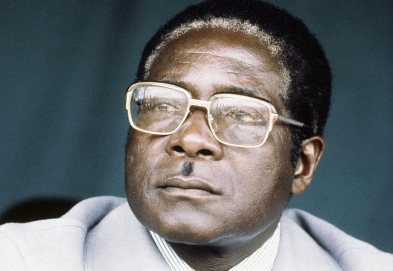 <p>Robert Mugabe, leader of the ZANU wing of Rhodesia's Patriotic Front, during an election rally in February 1980. (Photo: Louise Gubb/AP) </p>