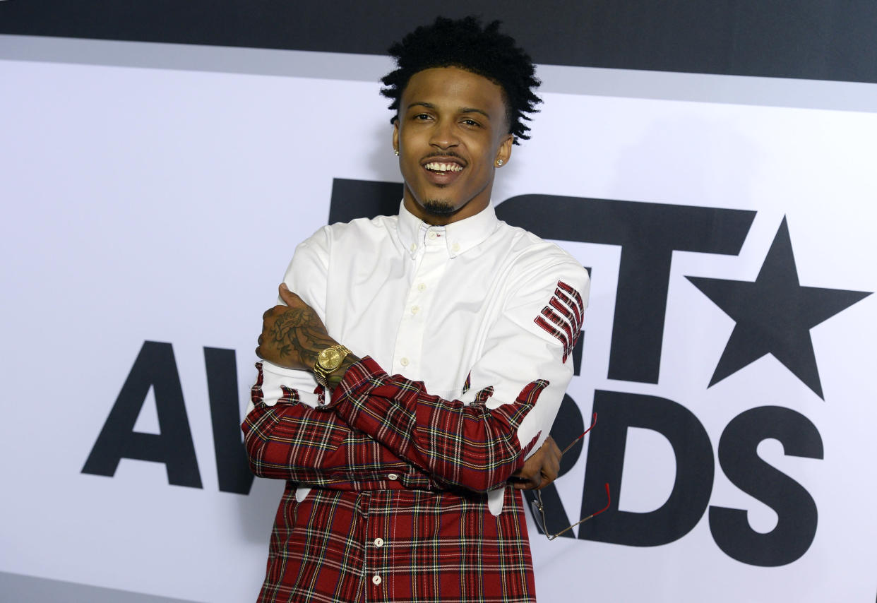August Alsina poses backstage at the 2014 BET Awards in Los Angeles, California June 29, 2014.  REUTERS/Kevork Djansezian  (UNITED STATES-Tags: ENTERTAINMENT)(BETAWARDS-BACKSTAGE)