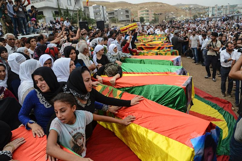 Coffins are draped in the Kurdish flag as mourners gather for the funerals of people killed during clashes between Turkish forces and militants of the Kurdistan Workers' Party (PKK) in the Kurdish-majority city of Cizre, Turkey, on September 13, 2015 (AFP Photo/Ilyas Akengin)