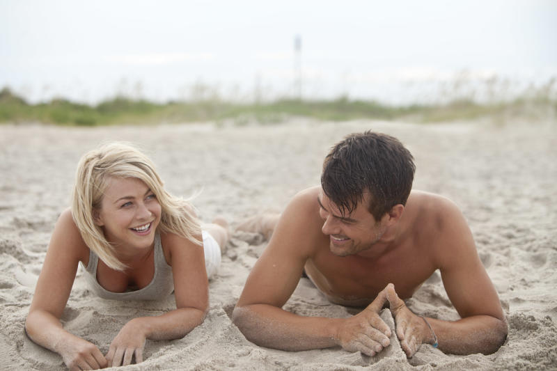 """This film image released by Relativity Media shows Julianne Hough, left, and Josh Duhamel in a scene from """"Safe Haven."""" (AP Photo/Relativity Media, James Bridges)"""
