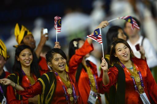 Members of the Malaysia's delegation parade during the opening ceremony of the London 2012 Olympic Games on July 27, 2012 at the Olympic Stadium in London. AFP PHOTO / ADRIAN DENNIS