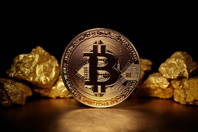 A Wells Fargo strategist notes that gold is not behaving like the safe haven it's supposed to be. Meanwhile, bitcoin is generating returns hand-over-fist. | Source: Shutterstock