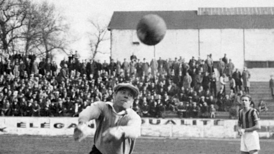 Picture taken in the mid '30s of Spanish goalkeepe | STAFF/Getty Images