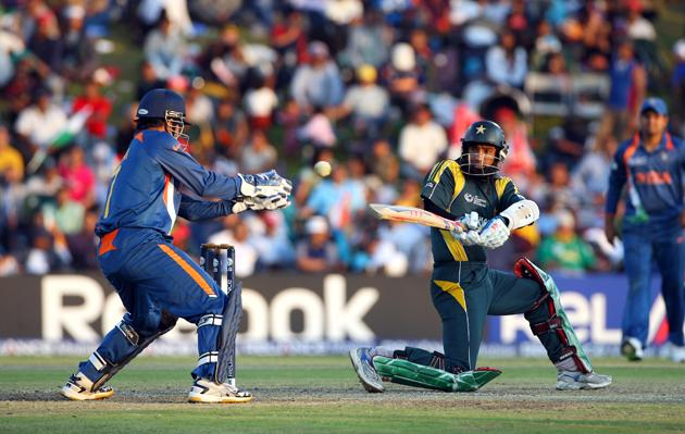 Mohammad Yousuf of Pakistan hits out during the ICC Champions Trophy group A match between India and Pakistan at Centurion on September 26, 2009 in Centurion, South Africa.  (Photo by Tom Shaw/Getty Images) *** Local Caption *** Mohammad Yousuf
