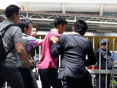 Media journalists scuffle with a North Korean official (in pink) as they try for a door stop at the morgue at Kuala Lumpur General Hospital where Kim Jong Nam's body is held for autopsy in Malaysia February 15, 2017. REUTERS/Edgar Su