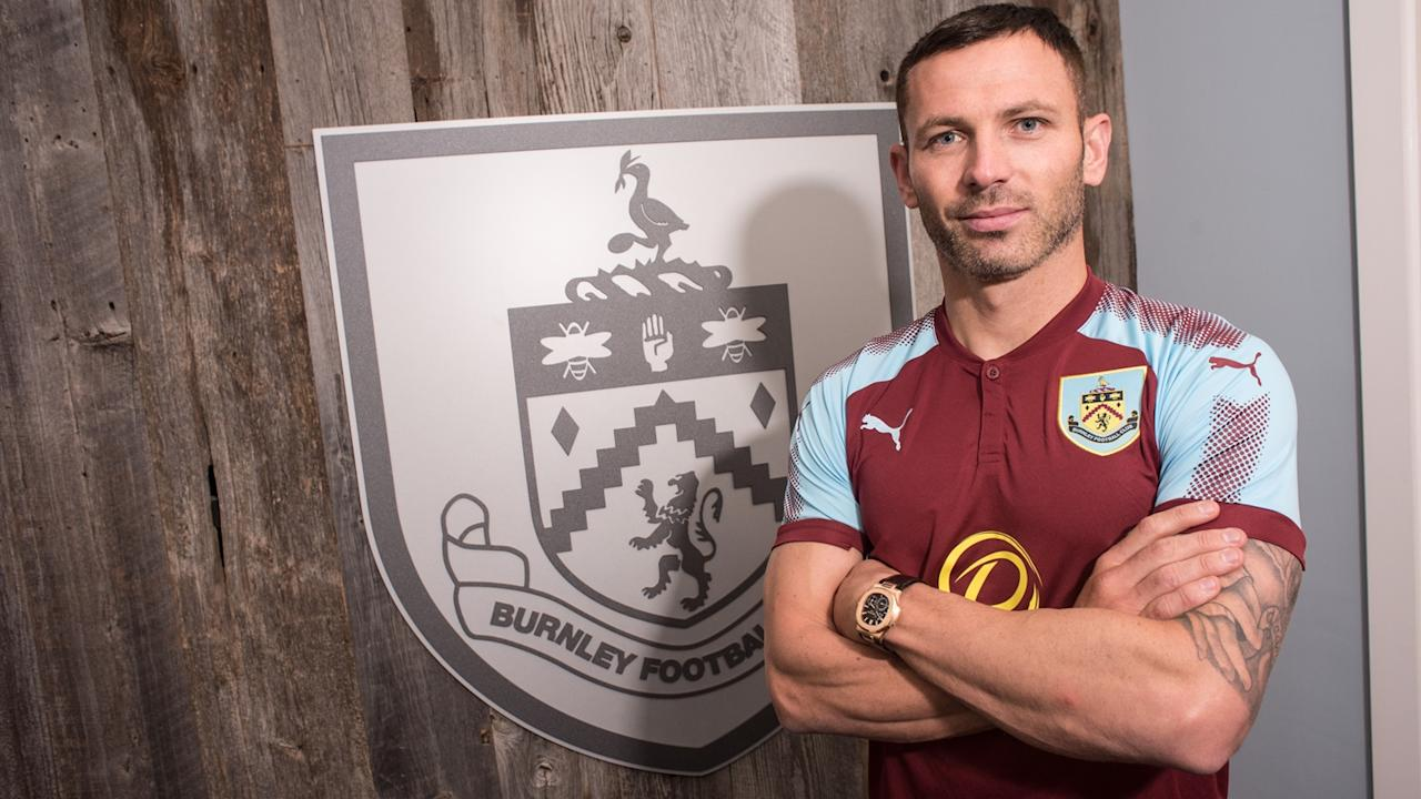 Experienced defender Phil Bardsley has completed a switch to Burnley from Premier League rivals Stoke City for an initial fee of £750,000.
