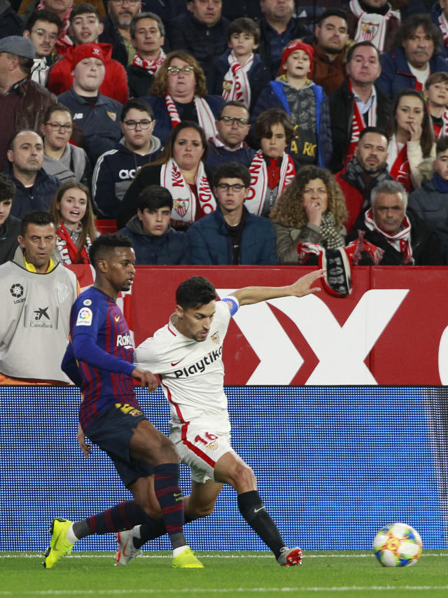 Sevilla's Jesus Navas, right, fight for the ball with FC Barcelona's Nelson Semedo, during a Spanish Copa del Rey soccer match between Sevilla and FC Barcelona at the Ramon Sanche Pizjuan stadium in Seville, Spain, Wednesday Jan. 23, 2019. (AP Photo/Miguel Morenatti)
