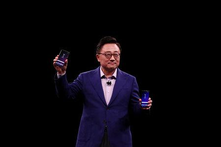 DJ Koh, Samsung's Mobile Communications Business president, holds up new S9 (R) and S9Plus device during a presentation ceremony at the Mobile World Congress in Barcelona, Spain, February 25, 2018. REUTERS/Sergio Perez