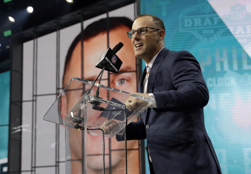 Former Philadelphia Eagles player David Akers announces South Dakota State's Dallas Goedert as the Eagles' selection. (AP)