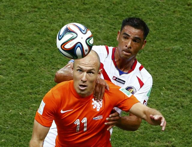 Arjen Robben of the Netherlands (front) looks at the ball as he is challenged by Costa Rica's Michael Umana during their 2014 World Cup quarter-finals at the Fonte Nova arena in Salvador July 5, 2014. REUTERS/Ruben Sprich (BRAZIL - Tags: SOCCER SPORT WORLD CUP)