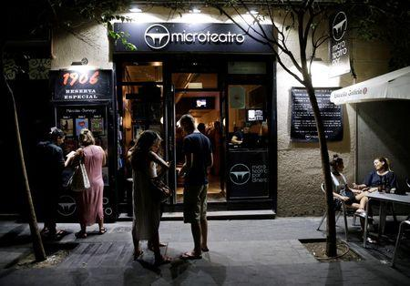 People are seen in front of Microteatro Por Dinero (Microtheatre for money) in central Madrid, Spain September 2, 2016. Picture taken September 2, 2016. REUTERS/Andrea Comas