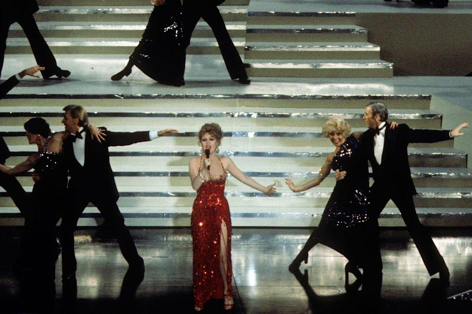 "<p>Bernadette Peters performed ""How Lucky Can You Get"" from <em><a href=""https://www.amazon.com/dp/B001NI4GXK?ref=sr_1_1_acs_kn_imdb_pa_dp&qid=1547579709&sr=1-1-acs&autoplay=0&tag=syn-yahoo-20&ascsubtag=%5Bartid%7C10055.g.5132%5Bsrc%7Cyahoo-us"" rel=""nofollow noopener"" target=""_blank"" data-ylk=""slk:Funny Lady"" class=""link rapid-noclick-resp"">Funny Lady</a></em>, which was nominated for Best Original Song but lost to ""I'm Easy"" from <em><a href=""https://www.amazon.com/Nashville-Henry-Gibson/dp/B008DF1CKQ/ref=sr_1_4?s=instant-video&ie=UTF8&qid=1547579724&sr=1-4&keywords=Nashville&tag=syn-yahoo-20&ascsubtag=%5Bartid%7C10055.g.5132%5Bsrc%7Cyahoo-us"" rel=""nofollow noopener"" target=""_blank"" data-ylk=""slk:Nashville"" class=""link rapid-noclick-resp"">Nashville</a></em>.</p>"