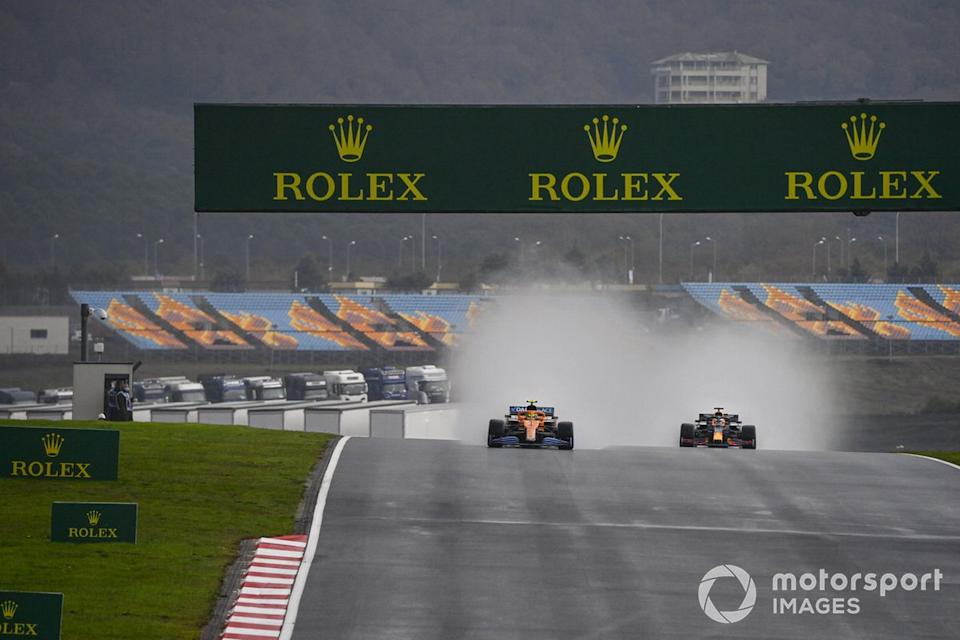 "Lando Norris, McLaren MCL35, Max Verstappen, Red Bull Racing RB16<span class=""copyright"">Mark Sutton / Motorsport Images</span>"