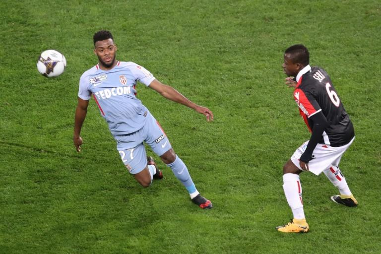 Monaco's Thomas Lemar (L) fights for the ball with Nice's Jean Michael Seri during their French League Cup match, at the Allianz Riviera stadium in Nice, on January 9, 2018