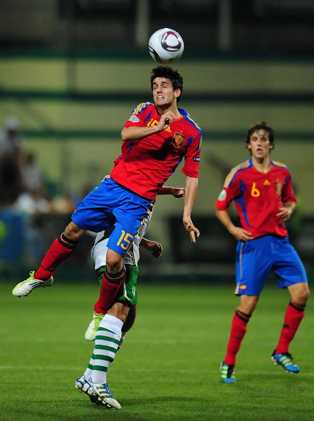 Juanmi (Top C) of Spain vies with Samir Carruthers (Bottom C) of Ireland during their UEFA European Under-19 Championship football match, near the village of Chiajna village, outside of Bucharest, on July 29, 2011. AFP PHOTO/DANIEL MIHAILESCU (Photo credit should read DANIEL MIHAILESCU/AFP/Getty Images)