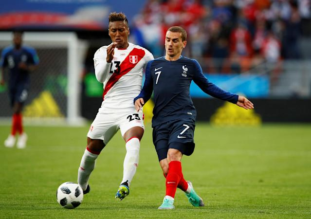 Soccer Football - World Cup - Group C - France vs Peru - Ekaterinburg Arena, Yekaterinburg, Russia - June 21, 2018 France's Antoine Griezmann in action with Peru's Pedro Aquino REUTERS/Jason Cairnduff