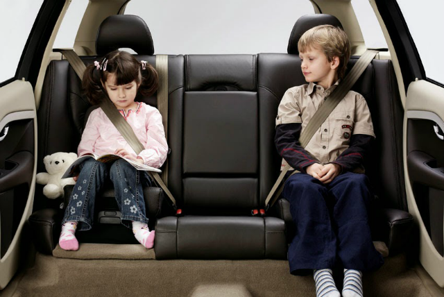 Children in car seatbelts