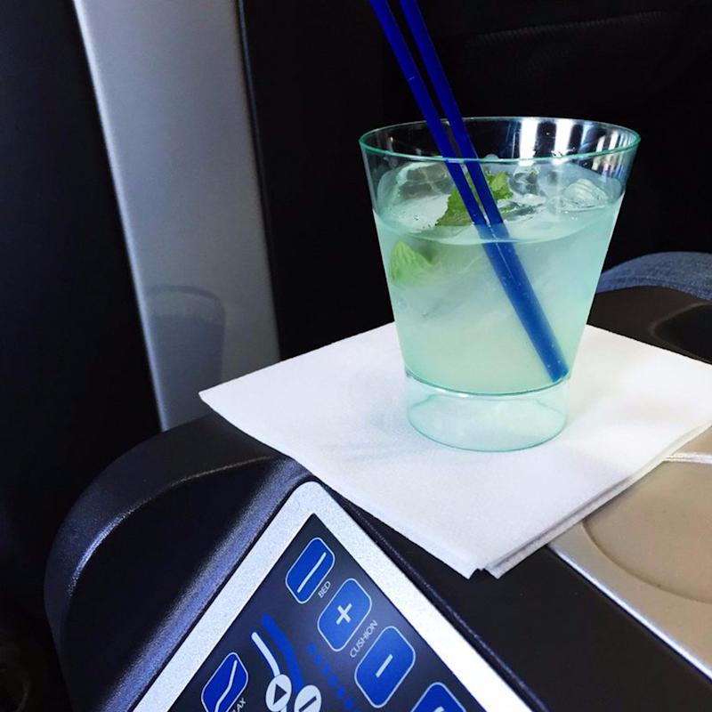 9 Secret Ways to Get Your Drink On For FREE the Next Time You Fly