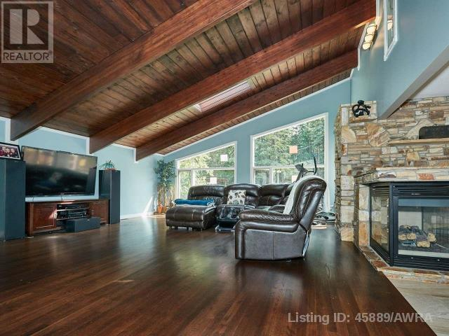 "<p><a href=""https://www.zoocasa.com/lac-des-arcs-ab-real-estate/5150273-14-heart-rise-lac-des-arcs-ab-t1w2w3-45889"" rel=""nofollow noopener"" target=""_blank"" data-ylk=""slk:14 Heart Rise, Lac Des Arcs, Alta."" class=""link rapid-noclick-resp"">14 Heart Rise, Lac Des Arcs, Alta.</a><br> If you're looking to get away from city life, look no further than this 3,150-square-foot craftsman-style mountain home, located an hour's drive outside of Calgary.<br> (Photo: Zoocasa) </p>"