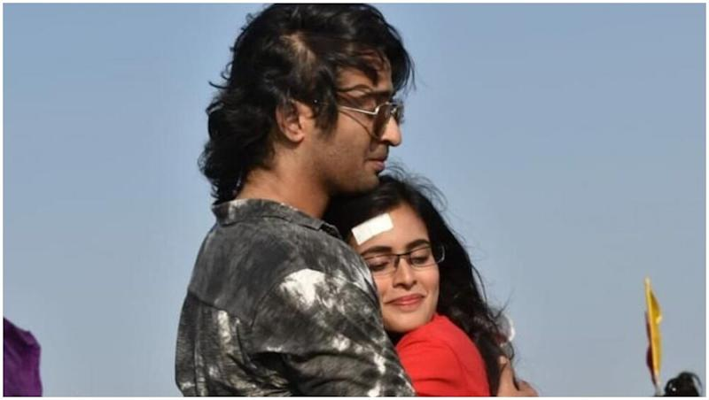 Yeh Rishtey Hain Pyaar Ke May 28, 2019 Written Update Full Episode: Mishti Gets Ready for Her Tilak Ceremony With Kunal, While Abir Decides to Hide His Feelings