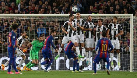 Football Soccer - FC Barcelona v Juventus - UEFA Champions League Quarter Final Second Leg - The Nou Camp, Barcelona, Spain - 19/4/17 Barcelona's Lionel Messi shoots at goal from a free kick Reuters / Albert Gea Livepic
