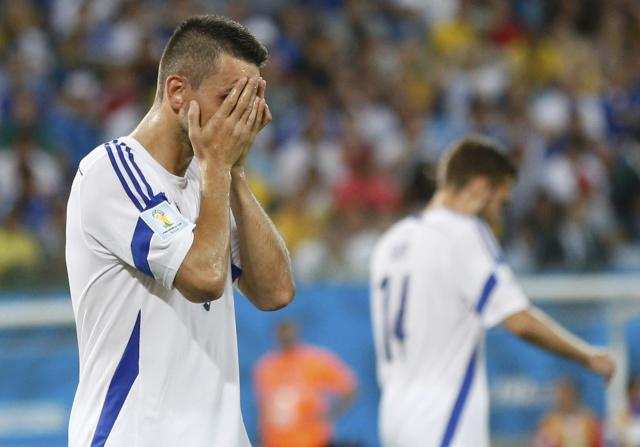 Bosnia's Vedad Ibisevic reacts to a missed goal opportunity against Nigeria during their 2014 World Cup Group F soccer match at the Pantanal arena in Cuiaba June 21, 2014. REUTERS/Ueslei Marcelino (BRAZIL - Tags: SOCCER SPORT WORLD CUP)