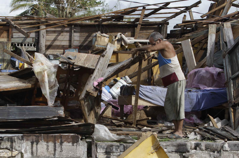 Sandy leaves Bahamas after killing 40 in Caribbean