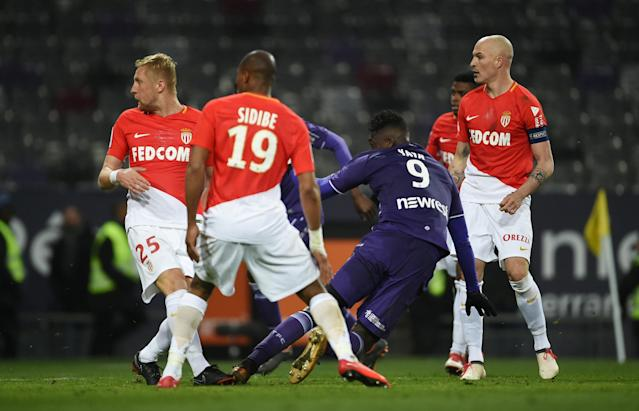 Soccer Football - Ligue 1 - Toulouse vs AS Monaco - Stadium Municipal de Toulouse, Toulouse, France - February 24, 2018 Toulouse's Yaya Sanogo scores their third goal REUTERS/Fred Lancelot