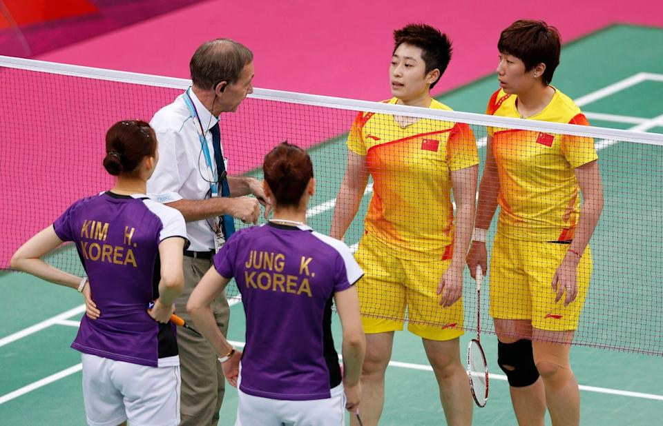 Referee Torsten Berg speaking to the Chinese pair of Yu Yang and Wang Xiaoli, and South Korean duo Jung Kyung-eun and Kim Ha-na during the controversial match. (Reuters)
