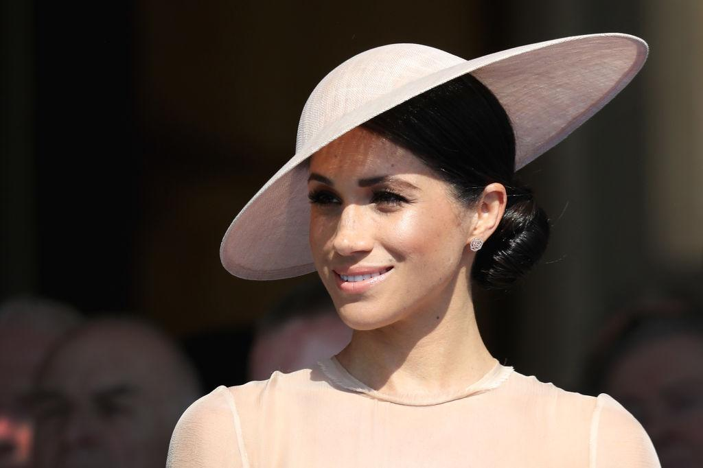 <p>Meghan Markle attended Prince Charles's 70th Birthday Patronage Celebration on Tuesday at Buckingham Palace, and her newlywed glow is gorgeous. Check out these 10 highlighters and bronzers that can help you glow like the new Duchess of Sussex. </p>