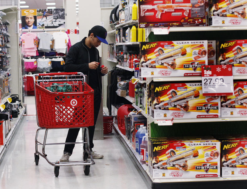 A man shops inside a Target store in New York November 22, 2010. Holiday retail sales in the United States are likely to outperform both last year and official industry forecasts as household finances improve, Barron's said on Monday. REUTERS/Shannon Stapleton   (UNITED STATES - Tags: BUSINESS)