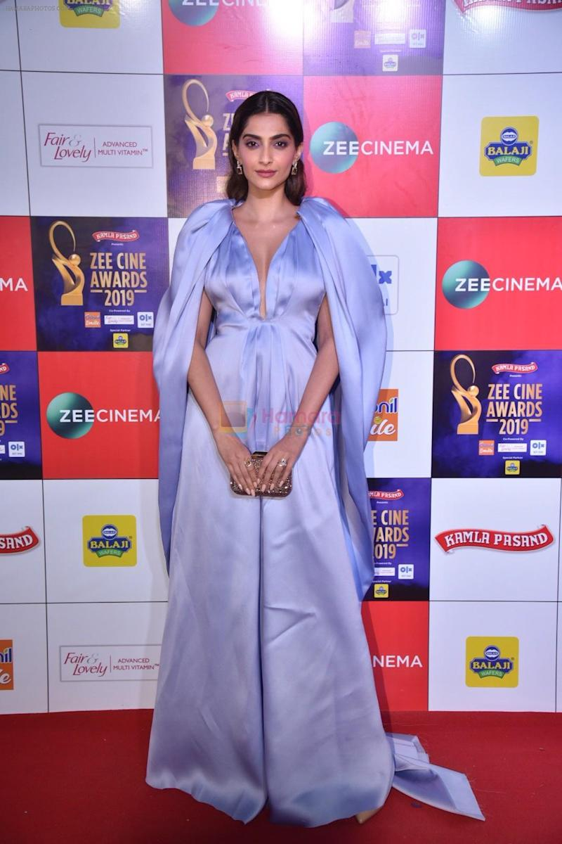 Sonam Kapoor at Zee cine awards red carpet on 19th March 2019 shown to user