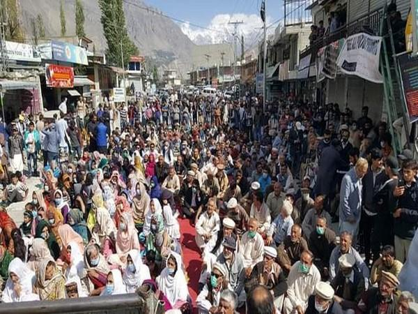 The protestors chanted the slogan as 'Free 14 sons of Hunza'.
