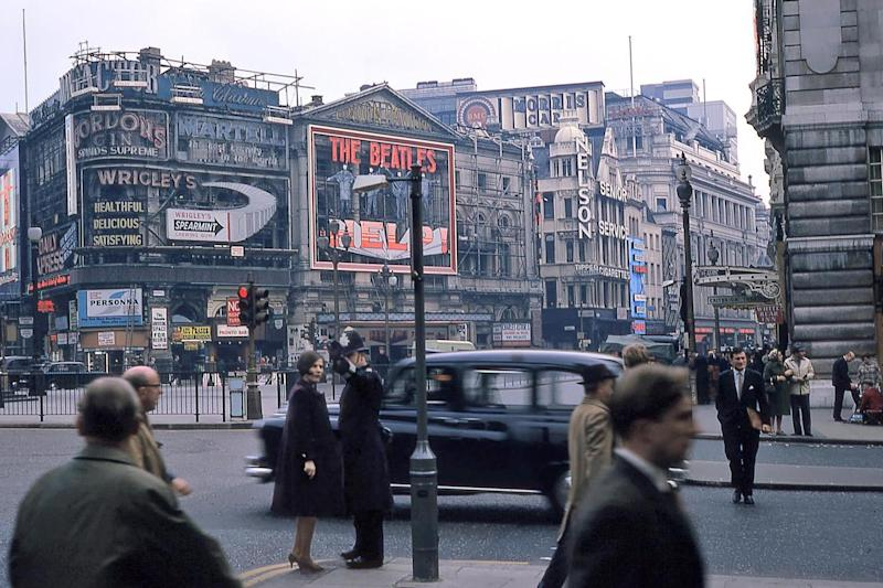 Help: A police officer giving directions in Piccadilly Circus in 1965: Gary Nordquist