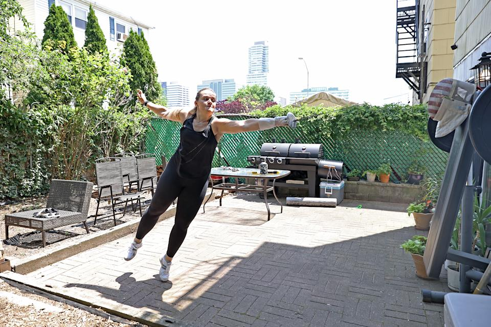 JERSEY CITY, NEW JERSEY - JUNE 10: Olympic fencer Dagmara Wozniak runs through drills on a make shift opponent during a training session in her back yard on June 10, 2020 in Jersey City, New Jersey.  Athletes across the globe are now training in isolation under strict policies in place due to the Covid-19 pandemic.  (Photo by Elsa/Getty Images)