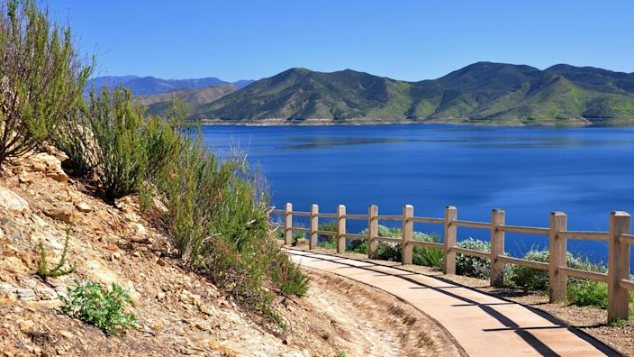 View of Diamond Valley Lake as seen from a hiking path in Hemet, California.