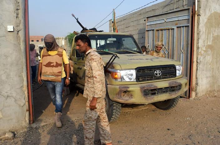 Yemeni security forces take part in a raid in Ja'awla a northern neighbourhood of the southern city of Aden (AFP Photo/Saleh al-Obeidi)