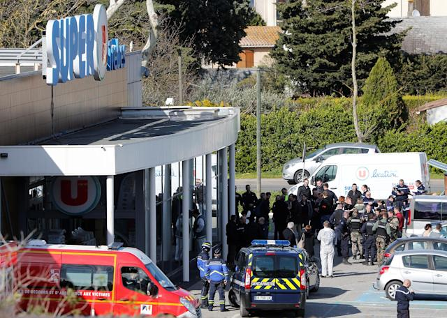 <p>A general view shows rescue forces and police officers at a supermarket after a hostage situation in Trèbes, France, March 23, 2018. (Photo: Jean-Paul Pelissier/Reuters) </p>