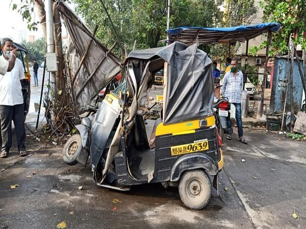 One injured as MSRTC bus collides with auto rickshaws and bike (Photo/ANI)
