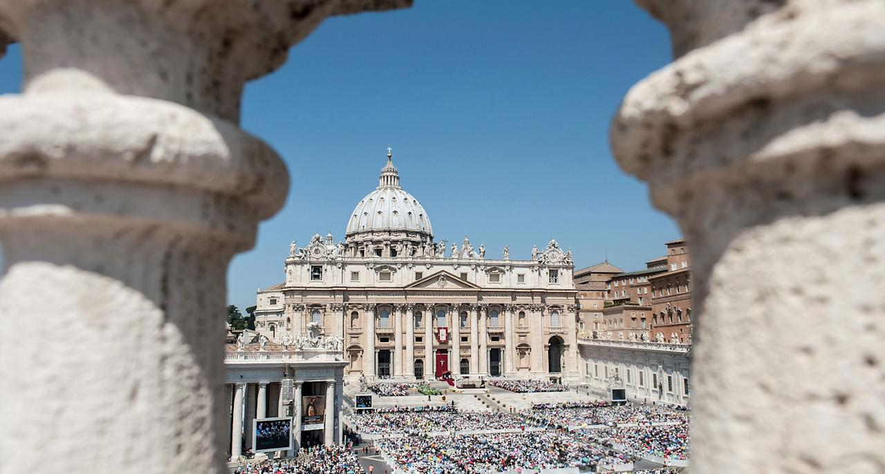 VATICAN CITY, VATICAN - JUNE 16: Crowd of faithful attend the mass for the 'Evangelium Vitae' Day at St. Peter's Square on June 16, 2013 in Vatican City, Vatican. (Photo by Giorgio Cosulich/Getty Images)