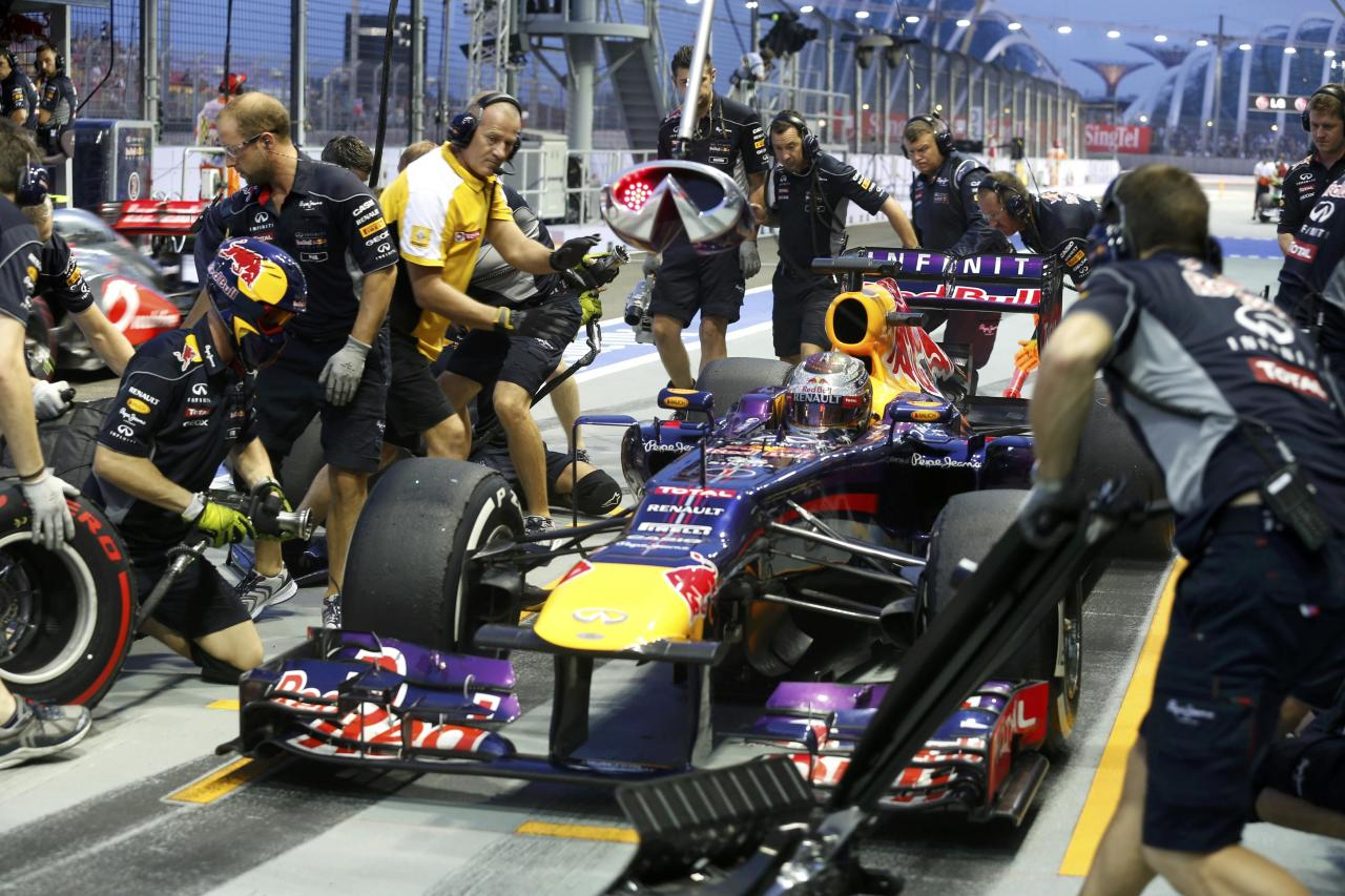 Red Bull Formula One driver Sebastian Vettel of Germany makes a pit stop during the third practice session of the Singapore F1 Grand Prix at the Marina Bay street circuit in Singapore September 21, 2013. REUTERS/Pablo Sanchez (SINGAPORE - Tags: SPORT MOTORSPORT F1)